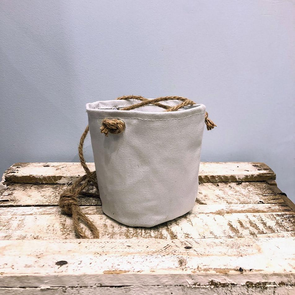 cache pot toile blanc suspendu 15 cm ma plante verte. Black Bedroom Furniture Sets. Home Design Ideas